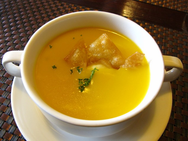 夠義式創意料理-南瓜濃湯佐義大利麵餃