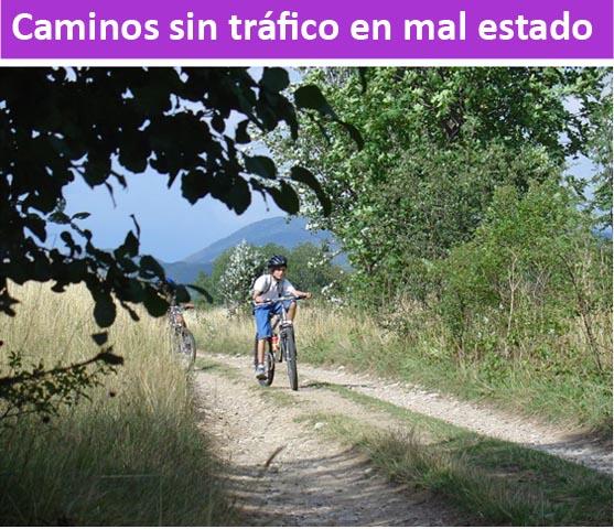 Caminos sin tráfico en mal estado