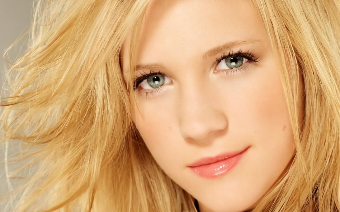 Brittany Snow Wallpaper 4