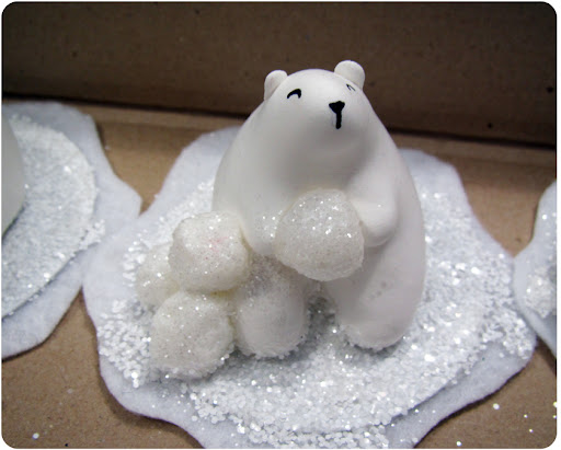 (http://www.marthastewart.com/874968/clay-polar-bears-and-igloo)