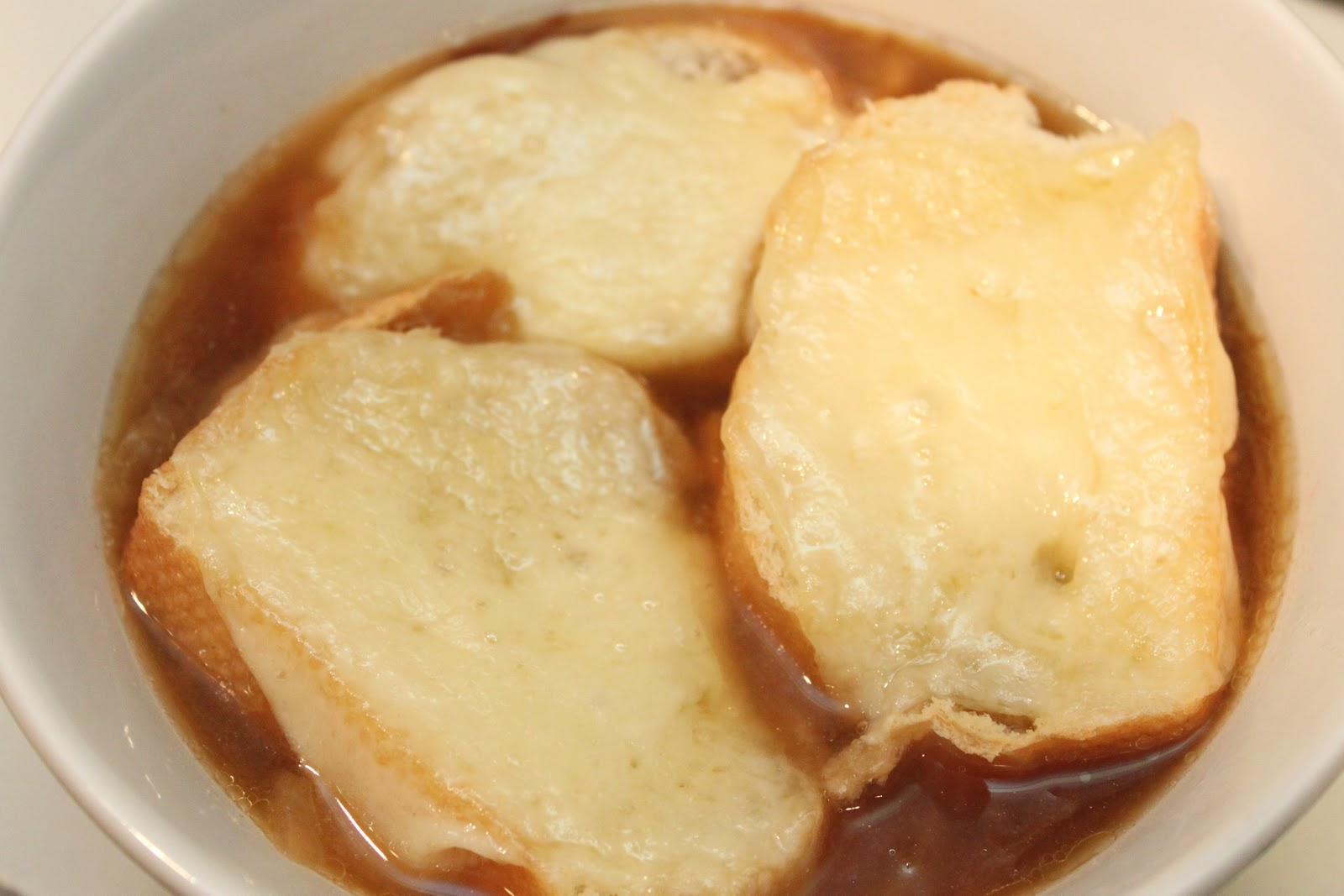 Smashed Peas and Carrots: Crockpot French Onion Soup...Oui Oui!