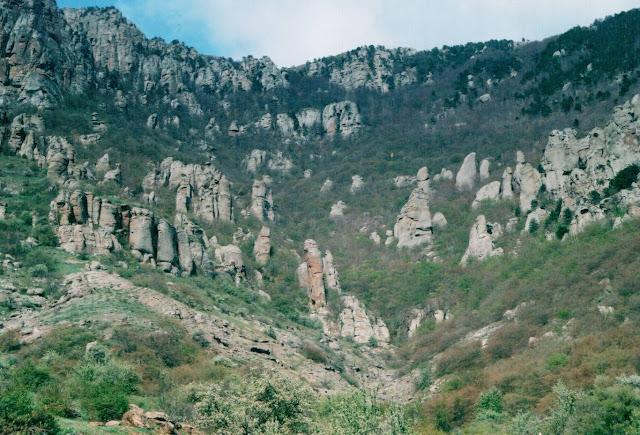 Лучистое Крым - Долина Приведений