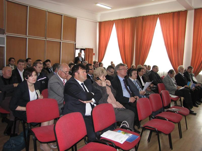 Konferencja prasowa zgromadziła kilkadziesiąt osób z branży transportowej i gazowej