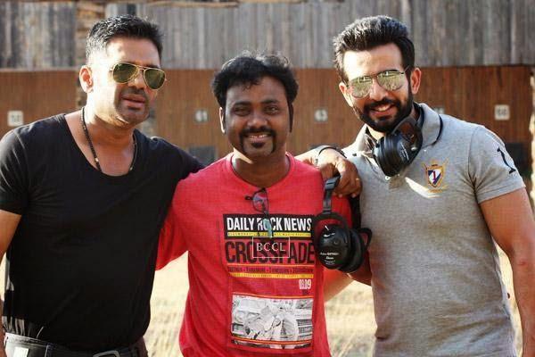 Writer Aaryaan Saxena poses with Desi Kattey stars Suneil Shetty and Jay Bhanushali.