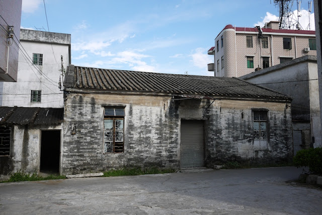 older building and newer apartment complex in Hetoupu, Zhuhai, China