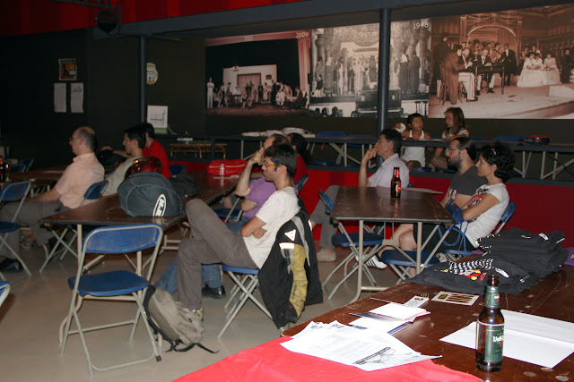 Una de les particularitats del <i>Software Freedom Day</i> a La Palma, aprendre programari lliure prenent una cerveseta ;-) <b>Autora: Gemma Castillo</b>