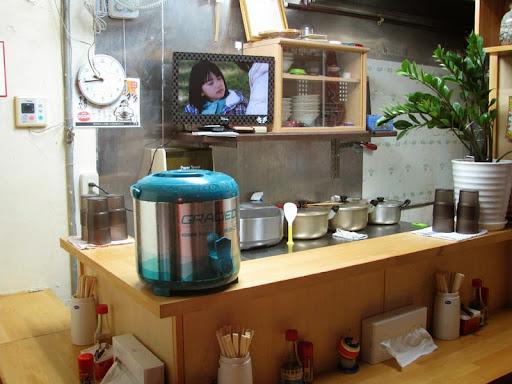 月桃(安里店)・カウンター奥の厨房