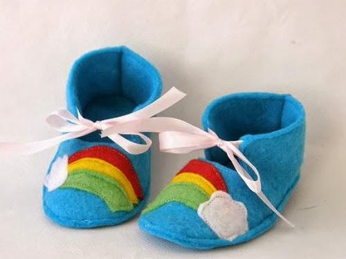 inspiração: arco-íris - sapatinho de bebê