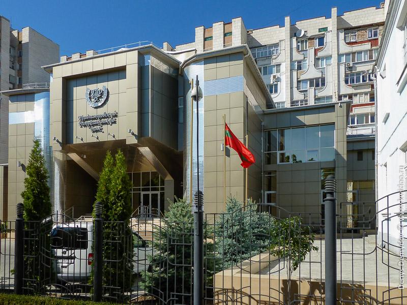 Здание Приднестровского Республиканского Банка (ПРБ) в Тирасполе.