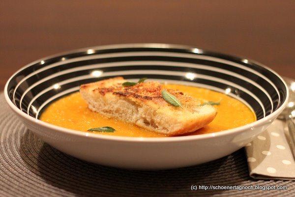 Kürbissuppe mit Parmesancroutons nach Jamie Oliver
