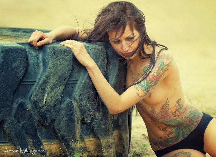 Sự kết hợp hoàn hảo giữa khoả thân và xăm nghệ thuật