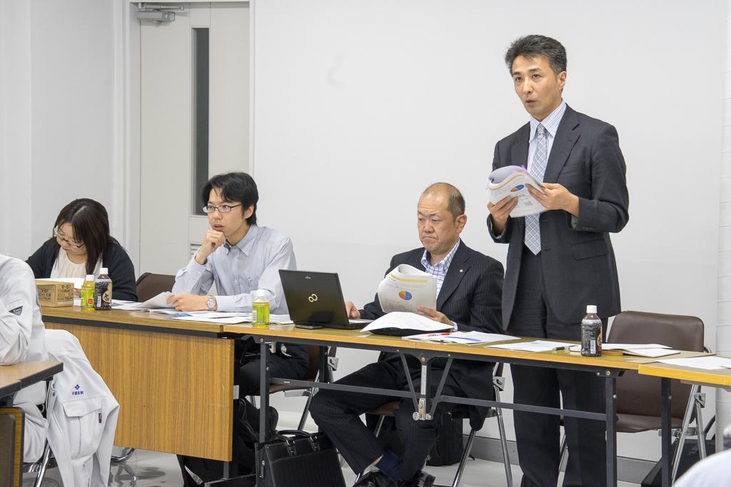 株式会社ぎょうせい・今泉整 研究員(右)、大野隆 係長(中右)