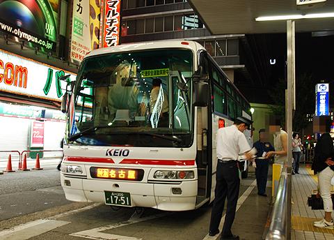 京王バス東「中央高速バス名古屋線」 K50705 新宿高速BT改札中