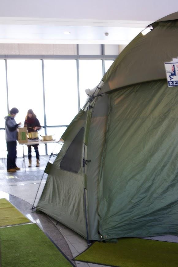 海のふるさと館内のテント