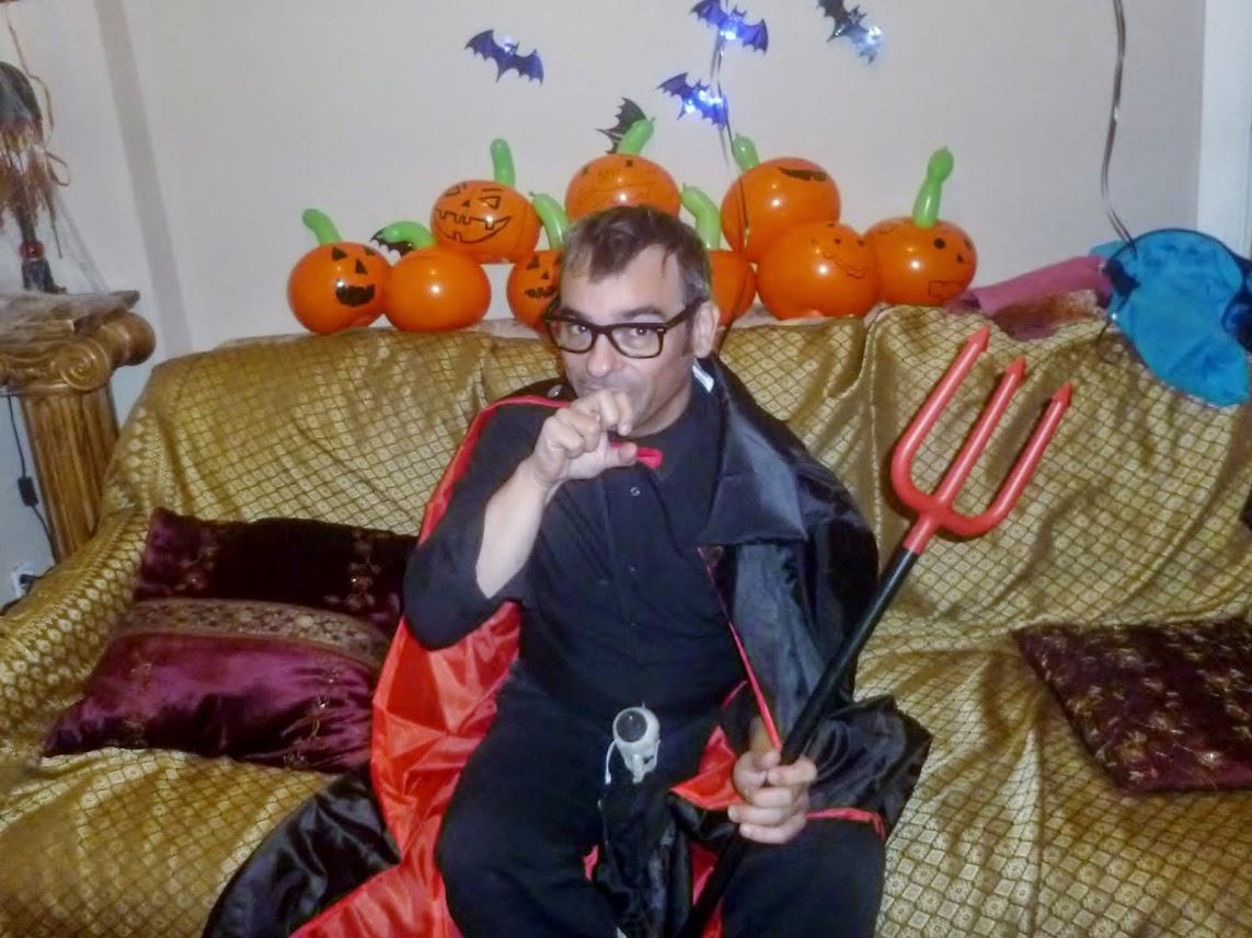 Taller-globos-halloween-pintar-calabazas