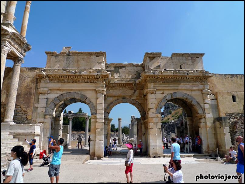 Puerta de Mazeo y Mitrídates de Efeso