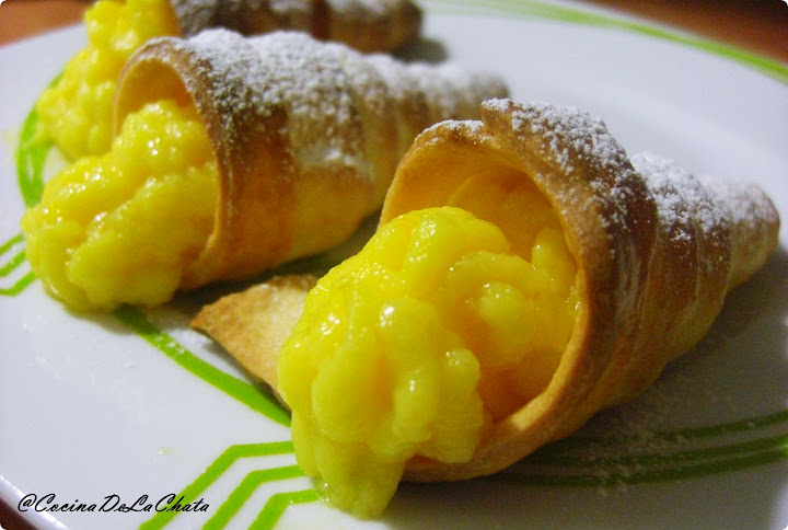 Canutillos rellenos de Crema de Naranja