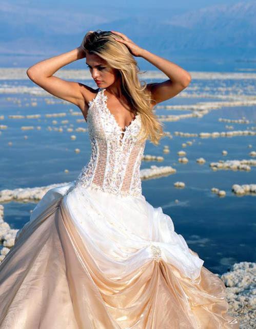 Elegant-and-perfect-beach-wedding-dress