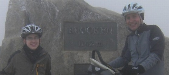 Sebastian und Chris on the Bike bei Schnee und Eis mit dem Rad auf dem Brocken (1142 m)