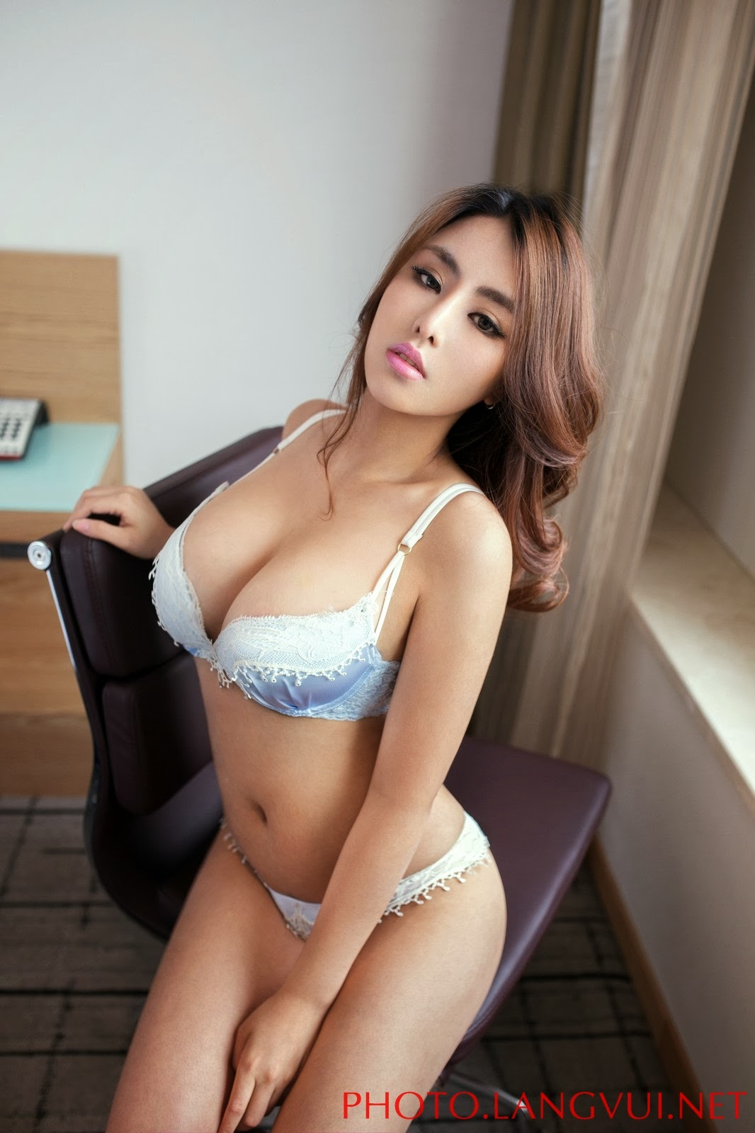 hot girls kiss nude