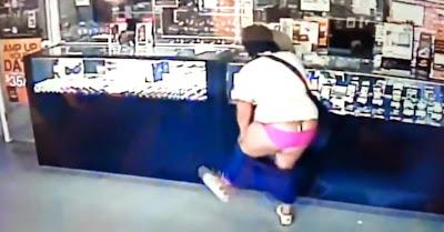 Ladra apanhada de calças na mão por câmaras de vigilância de loja