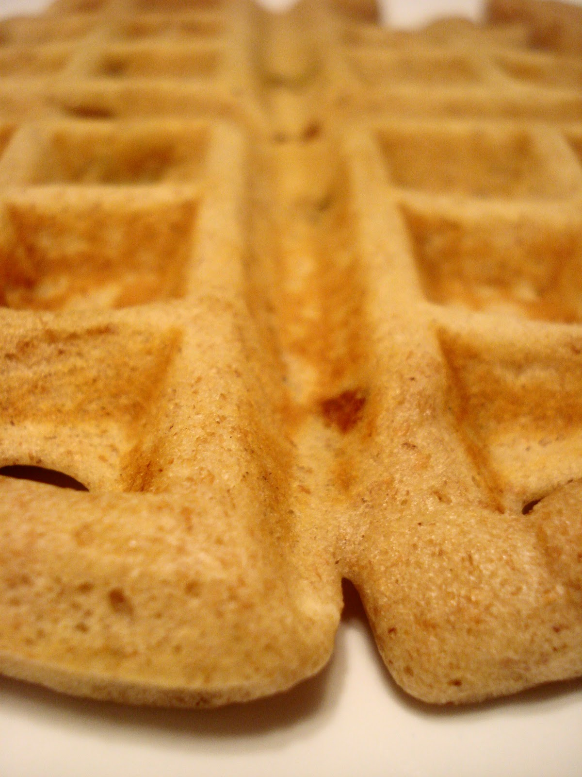 Dame Good Eats: Whole Wheat Peanut Butter Banana Waffles