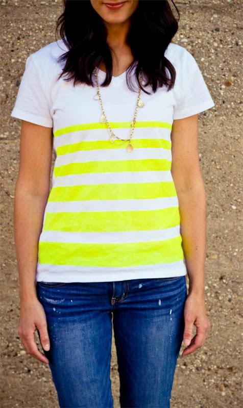 camiseta com listras neon