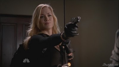 Yvonne Strahovski double fisting in leather