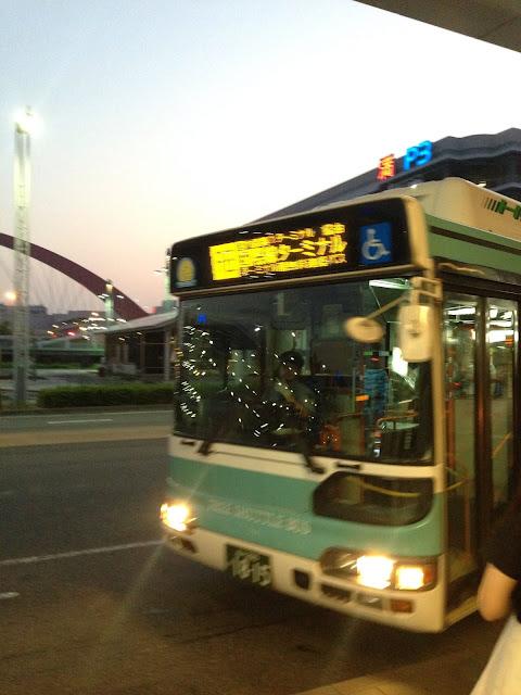 無料のターミナル間連絡バス