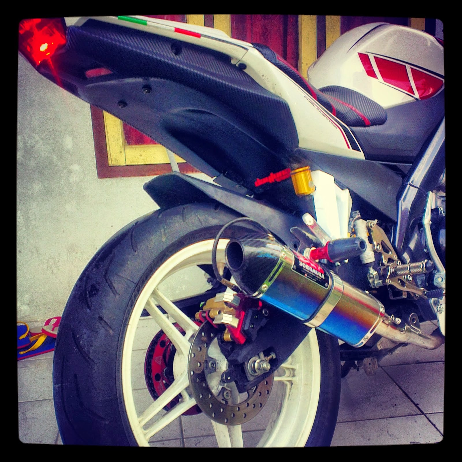 Download Modifikasi Motor New Vixion Street Fighter Terbaru