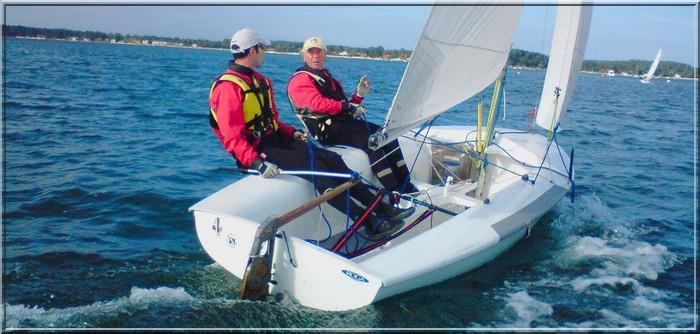 Kiteboat avec un dériveur en caisson. 420-Rappel