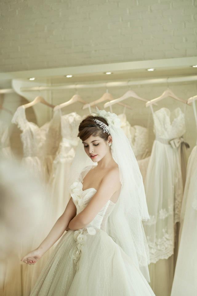 Mẫu Tây Andrea Aybar kiêu sa trong váy cưới trắng - Ảnh 7