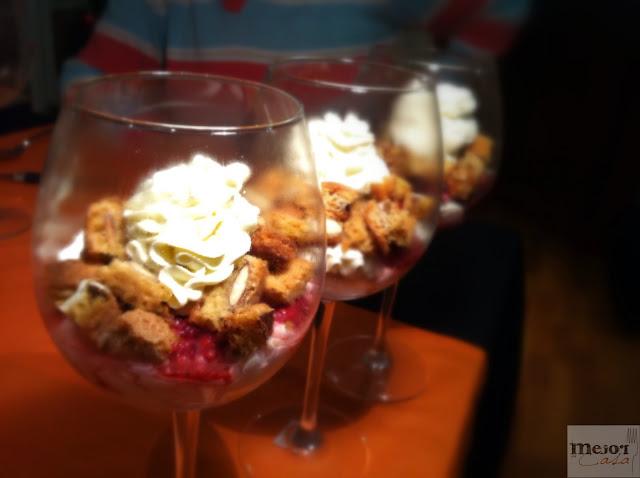 Copa de mascarpone y frambuesa con carquiñolis restaurante a domicilio Mejor en casa