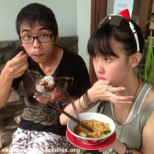 Bill eat ice cream, Alexia eat chicken noodle one