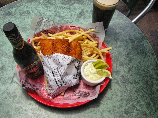 Irish pub charms san antonio river walk visitors for Best fish and chips in san diego