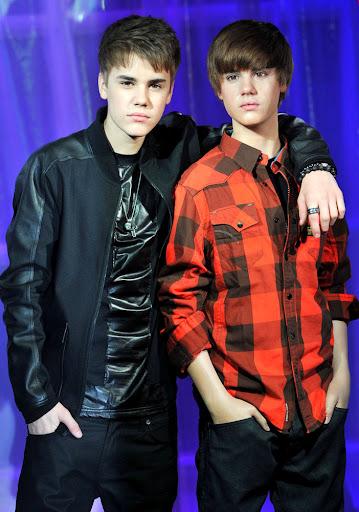 justin bieber waxwork. Justin Bieber Goofs Around