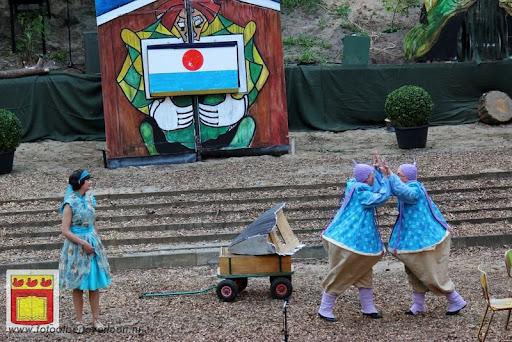 Alice in Wonderland, door Het Overloons Toneel 02-06-2012 (26).JPG