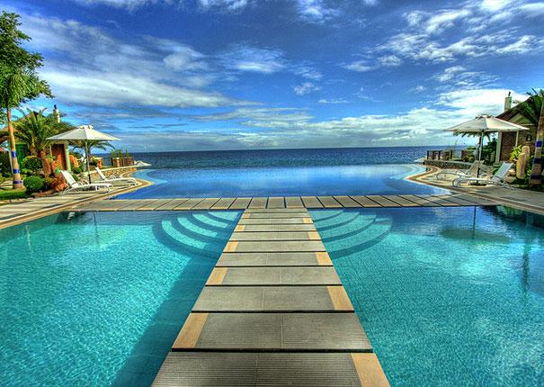 Las albercas infinitas m s hermosas del mundo blog de dise o web vida mrr for Beach with swimming pool in batangas