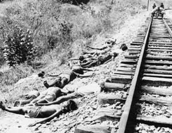 Vítimas da seca. Crianças e adultos jazem ao lado da linha férrea que levava para o Campo de concentração de Senador Pompeu. De forma assustadoramente parecida, as cenas brasileiras dos currais humanos lembravam bastante os campos de concentração nazistas.