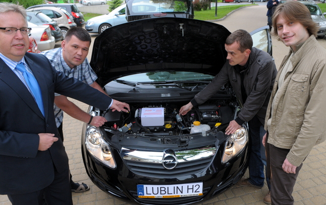 Opel Corsa D zasilany wodorem - naukowcy z Politechniki Lubelskiej ze swoim projektem