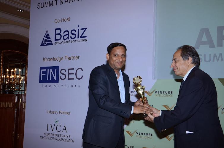 "Deepak Gaur, Managing Director, SAIF Partners receiving ""Best Growth Capital Investor-2013"" Award"