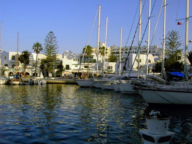 Тунис Порт-Эль-Кантауи и многочисленные яхты