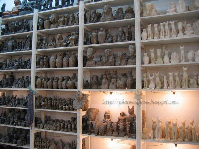 Figuras de basalto y alabastro
