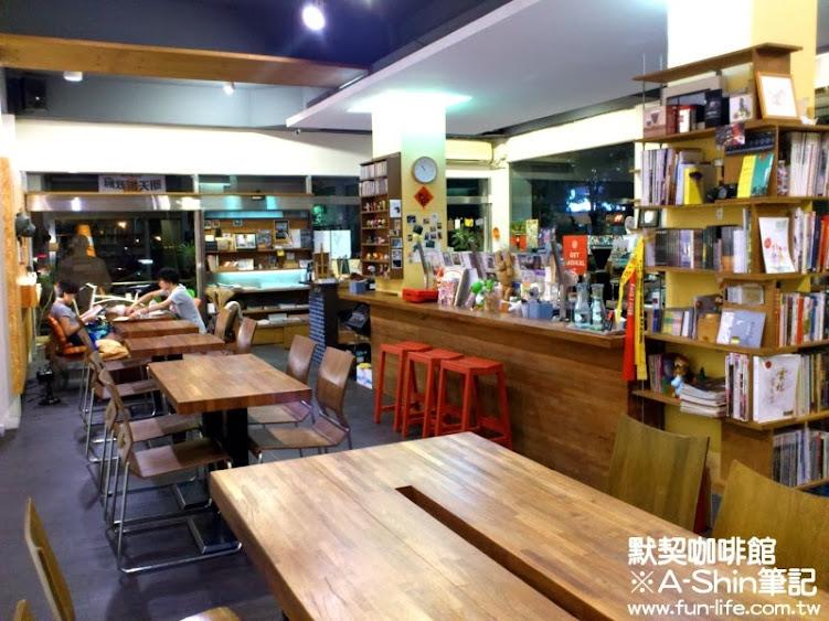 大桌-默契咖啡館