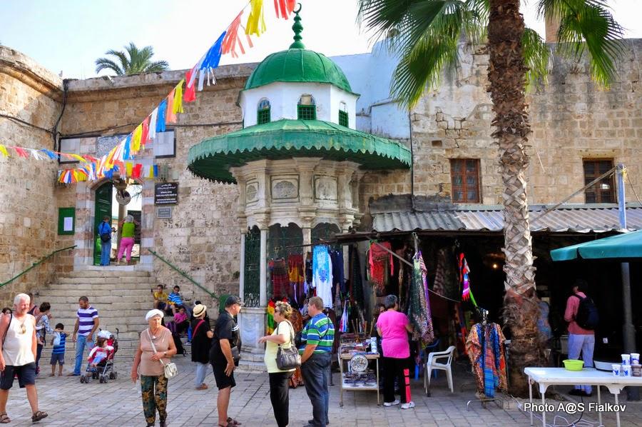 Вход в мечеть Аль Джазара. Экскурсия в Акко. Гид в Израиле Светлана Фиалкова.