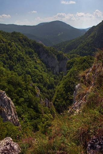Meresti munti Harghita Covasna Persani Tinutul Secuiesc pesteri