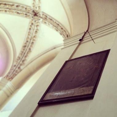 viaje a praga brazo de ladron en iglesia