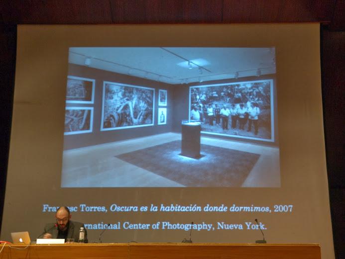 """Momento de la conferencia de Miguel Angel Hernández Navarro en el curso """"El álbum familiar: otras narrativas en los márgenes"""", Foto: Eduardo Tejera Torroja 2013"""