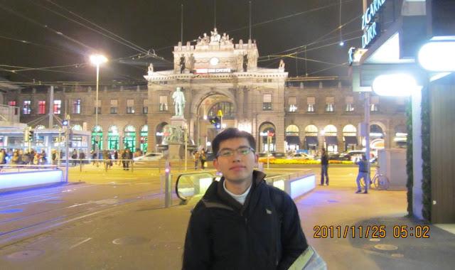 我與蘇黎世中央火車站合影
