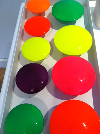 And these blinding neon knobs!